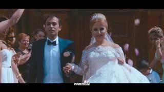 Красивая невеста поет для жениха... До слез