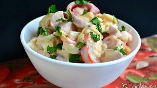 Салат из помидоров с сыром и сосисками