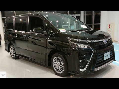 2020 Toyota Voxy 1.8 Hybrid ZS / In Depth Walkaround Exterior & Interior