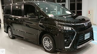 2019 Toyota Voxy 1.8 Hybrid ZS / In Depth Walkaround Exterior & Interior