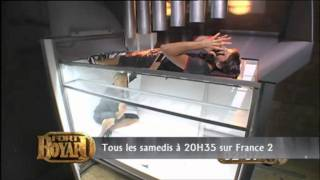 FORT BOYARD 2011 - BRANCARD -  LAURENT KERUSORE REBECCA HAMPTON