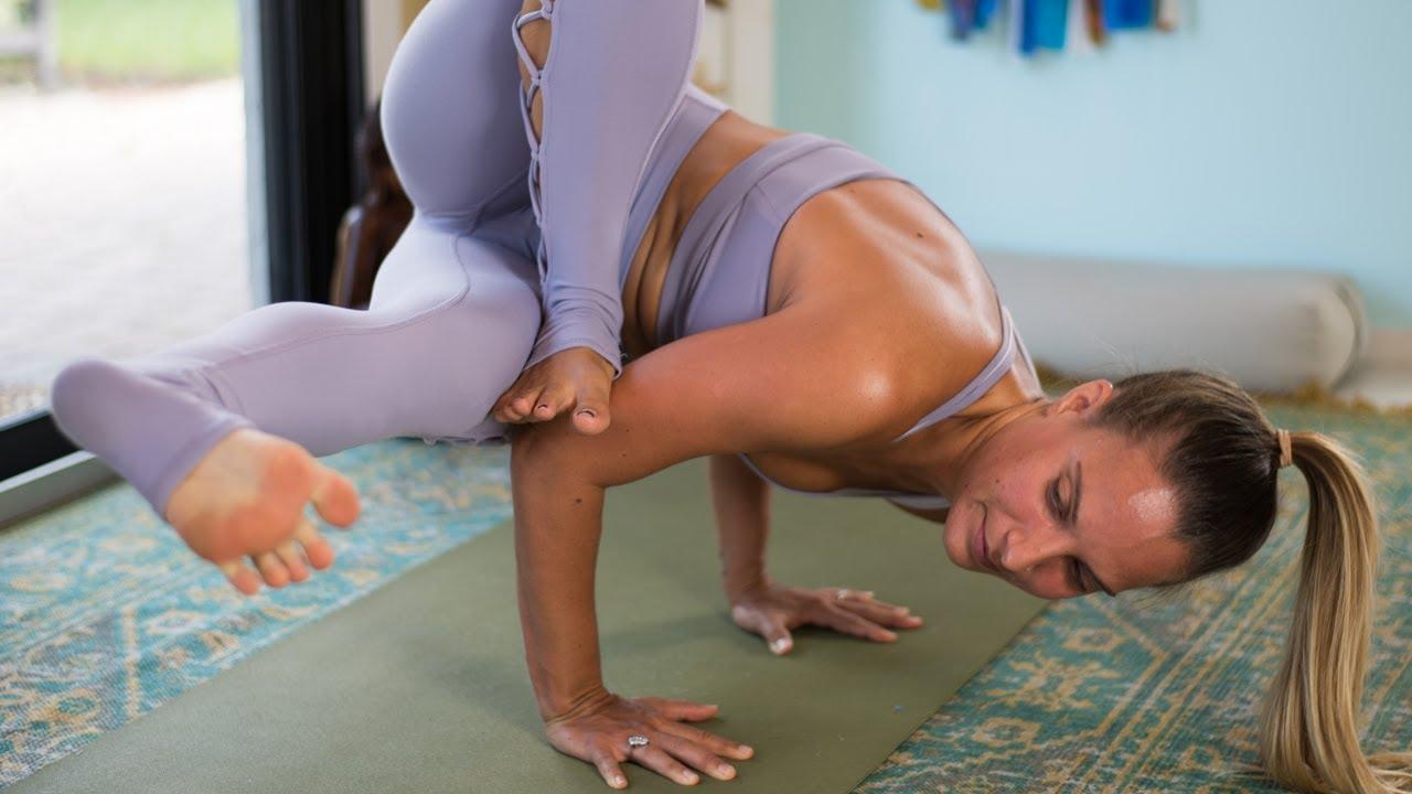 Grasshopper Yoga Flow: Twist + Hip Opener Flow