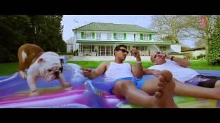 Клип из Фильма  Настоящие индийские парни   Desi Boyz 2011   Jhak Maar Ke 720