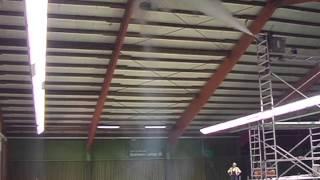 Heizkosten senken und schnell warm in der Tennishalle - Fenne KG Industrie-Deckenventilator