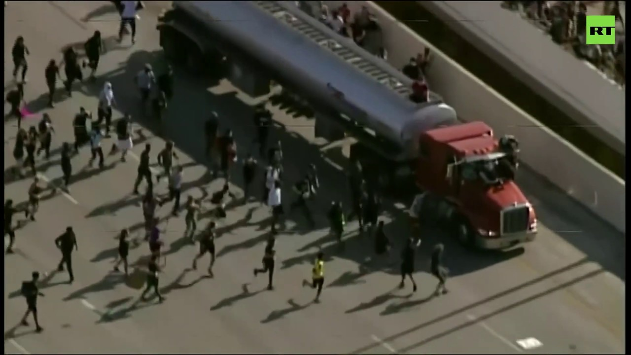 Rally in Minneapolis | Tanker truck nearly plows into crowd of protesters