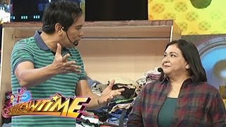 Video It's Showtime: Joey's message for Alma download MP3, 3GP, MP4, WEBM, AVI, FLV Agustus 2018