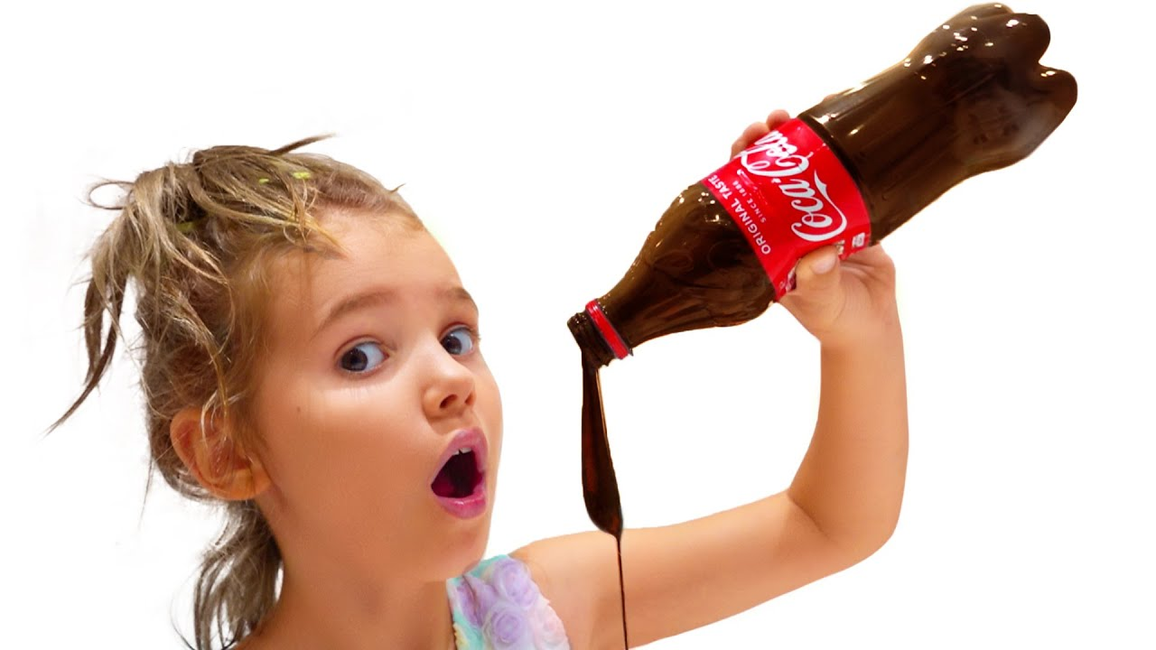 Макс и папа запрещают Кате пить колу