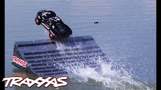 Slash 4X4: Hydroplane Jump On Water!