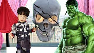 해골이 나타났다! 슈퍼히어로 토르, 헐크로 변신해서 물리쳐요 Skeleton appeared! Let's transform into superhero Thor and Hulk