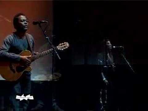 Lokua Kanza En Concert à La Cinémathèque Française