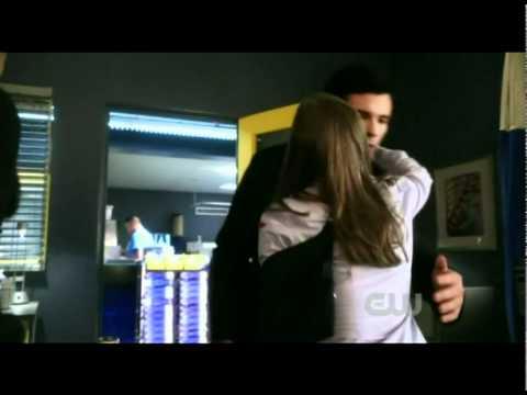 Smallville: Martha Kent gets shot