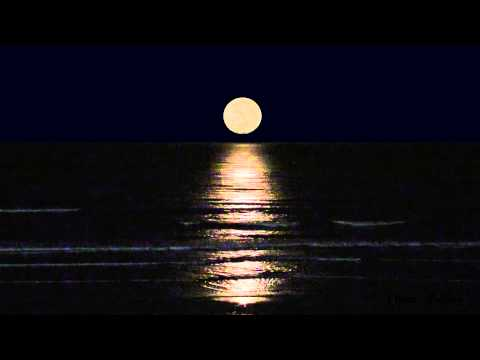 1 Hour Soothing Moon Set Over Ocean Beach with Surf Sounds HD