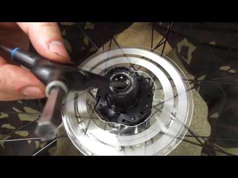 Смазка втулки заднего колеса велосипеда. Велосервис Velomoda.