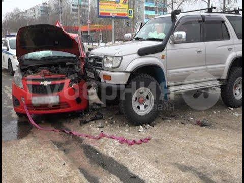 Ученица автошколы пострадала в столкновении трех машин в Хабаровске. Mestoprotv