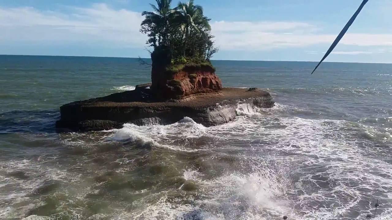 Pantai Tapak Balai, salah satu destinasi Wisata Bengkulu Utara