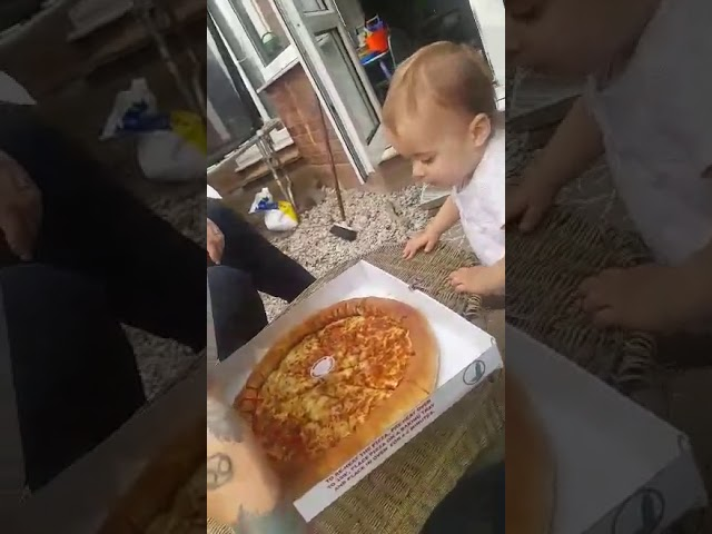 baby stops crying when she sees pizza