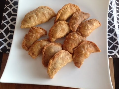 Easy homemade gujiya recipe indian sweets dumpling navratri easy homemade gujiya recipe indian sweets dumpling navratri special forumfinder Choice Image