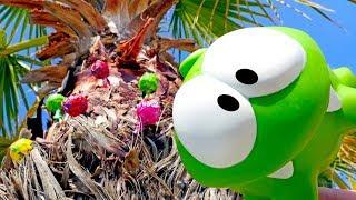 АМ НЯМ новые серии. Видео для детей с игрушками: АМ НЯМ и 🍬 конфетки 🍬 на пальме! Мультик #АмНям