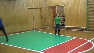 фрагмент урока физкультуры  (обучение игре в баскетбол) 5 в класс МОУ УСОШ с УИОП