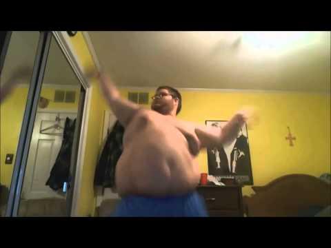 Жирный мужик танцует :D