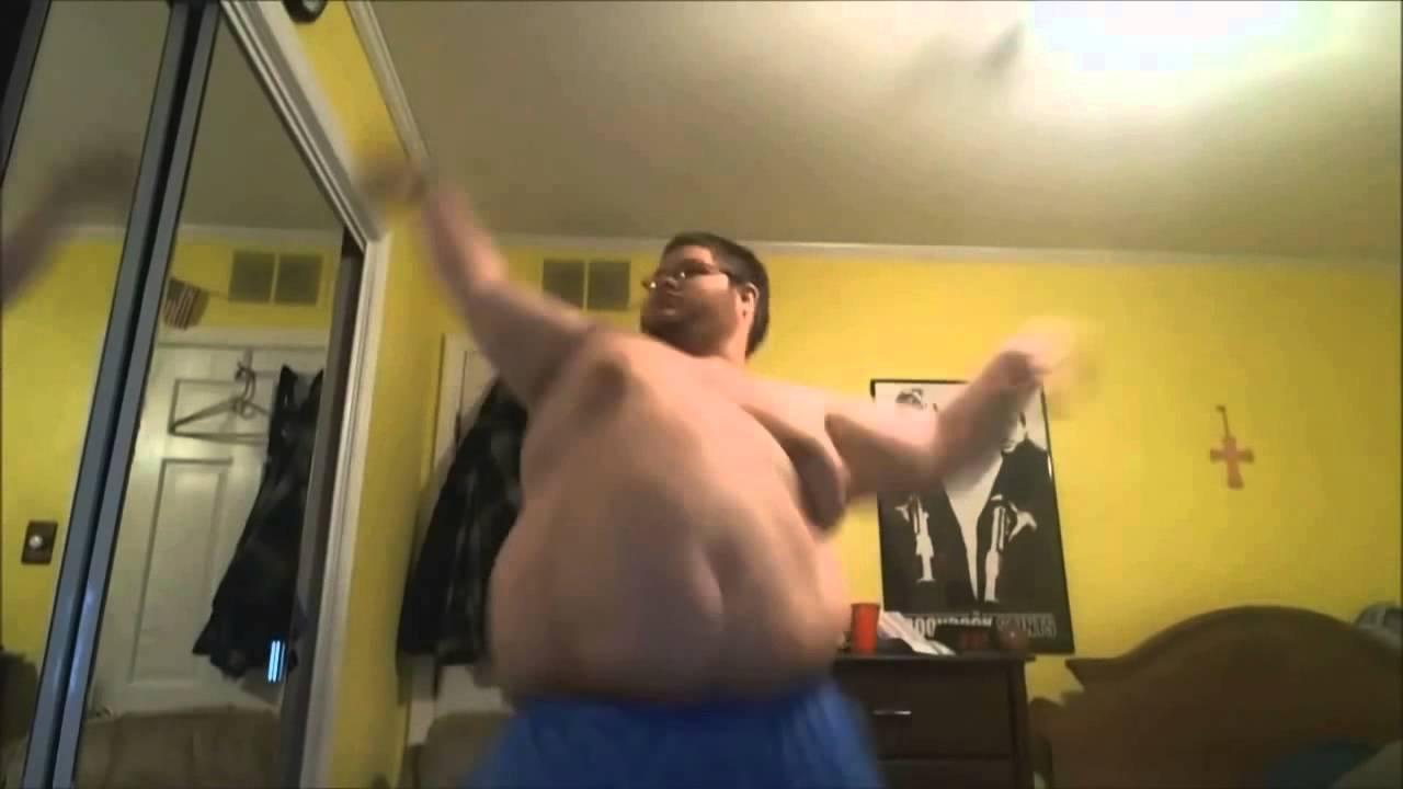 Жена дома в стрингах танцует фото 440-846