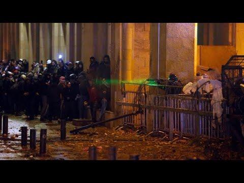 لبنان: الرئيس ميشال عون يترأس اجتماعا أمنيا بعد تجدد المواجهات بين الشرطة والمحتجين  - 17:00-2020 / 1 / 20
