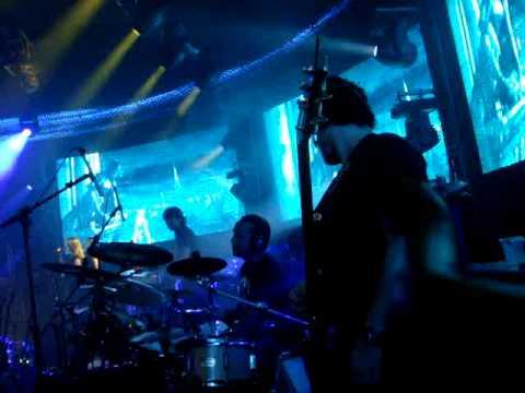 Beethovinho e Binho Carvalho, Baixo e bateria tocando Amores Imortais Ao Vivo