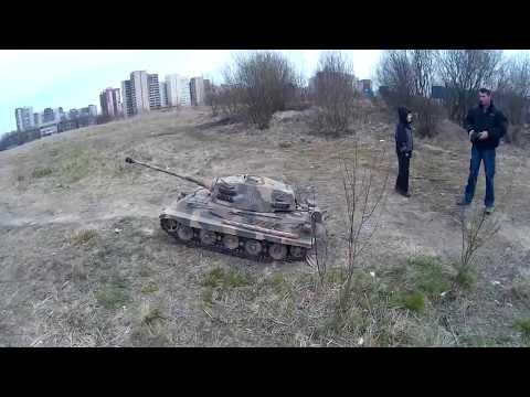 "Танк Tiger II ""Королевский тигр"" на прогулке."