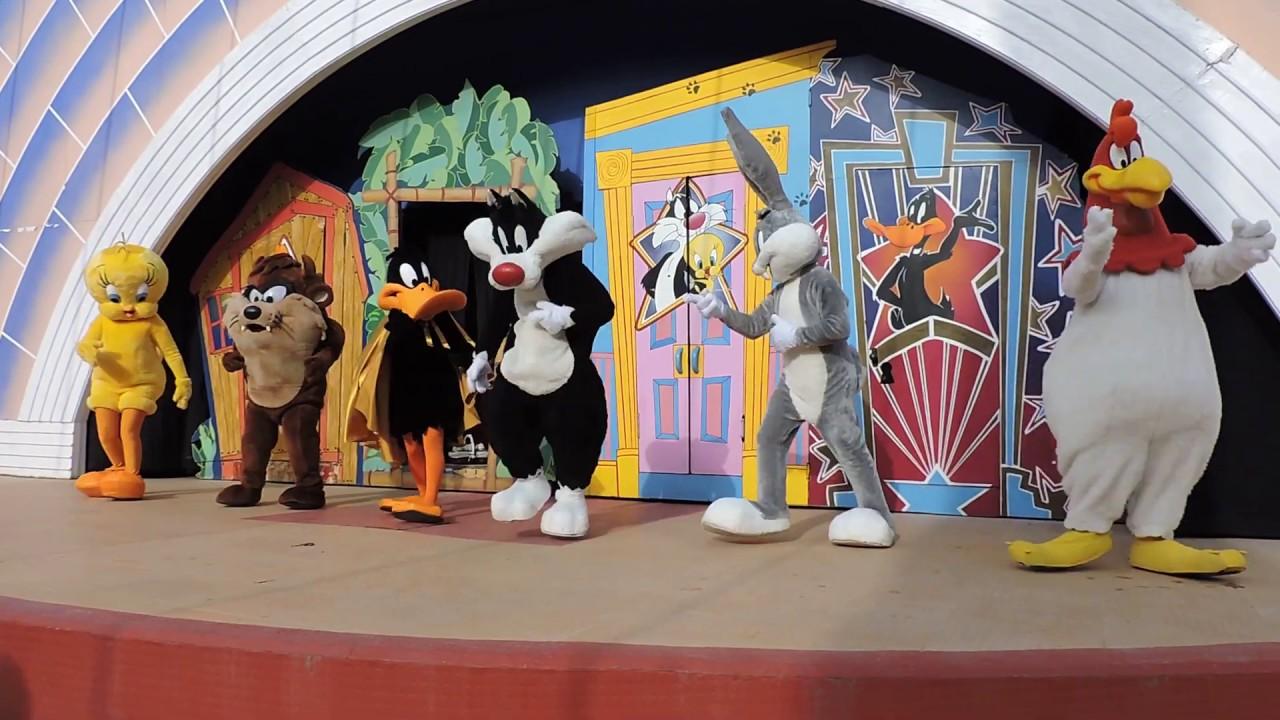Looney Tunes Parque Warner Madrid 2017 Youtube