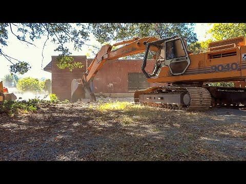case-excavator-removing-concrete-facade-from-building-(hd)
