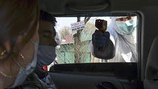 شاهد: صنع أقنعة للحماية من كورونا مقابل العلاج من السرطان في قرغيزستان…