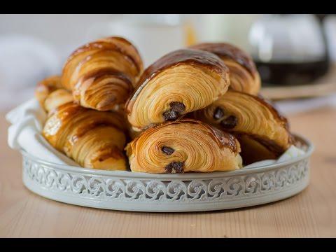Pains au chocolat et croissants بتي بان وكرواسون