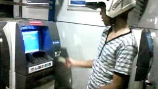 ambil duit di ATM bu