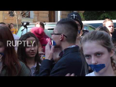 Ukraine: Protesters condemn ban on Russian VKontakte social network