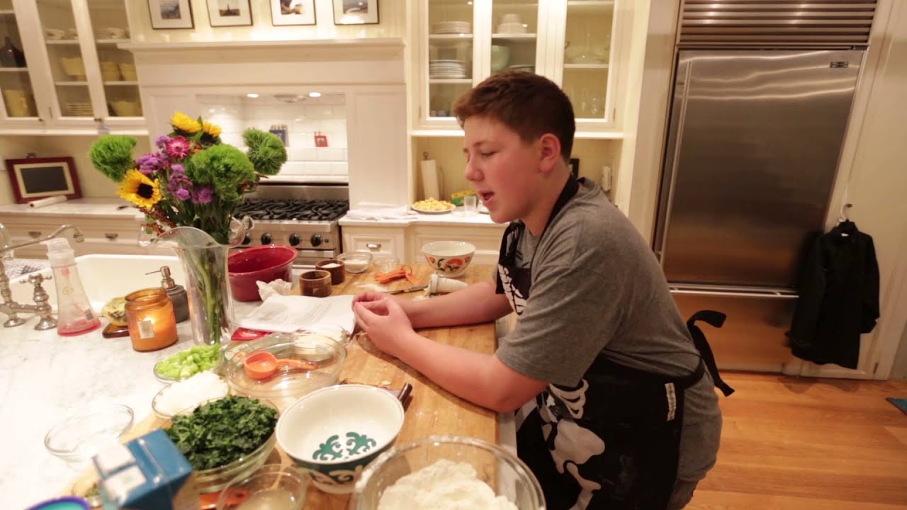 Food network kid chef winner gibson borelli cooks for thanksgiving food network kid chef winner gibson borelli cooks for thanksgiving youtube forumfinder