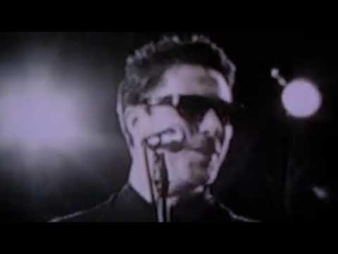 Aidan Gillen singing
