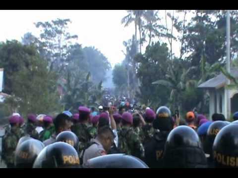 Bali vs Lampung -- Pembakaran Rumah