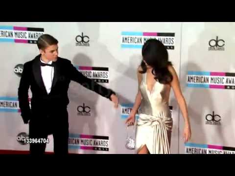 Selena Gomez gets shy when Justin Bieber looks at her