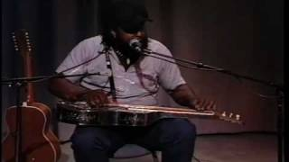 Alvin Youngblood Hart on Fog Town Network--Living in a Strain.m4v