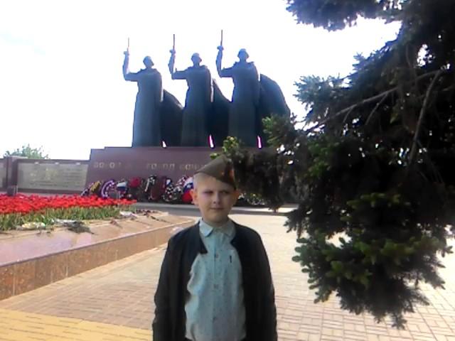 Изображение предпросмотра прочтения – КириллМазаев читает произведение «Атака» К.М.Симонова