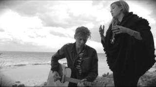 "Lykke Li sings ""Little Bit"" in Bermuda"