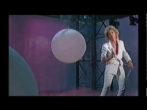 Bonnie Tyler Live - A Total Eclipse Of The Heart + Have You Ever Seen The Rain + Interview