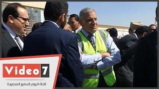 بالفيديو.. محلب ووزير الإسكان يتفقدان موقع بناء مول مصر فى 6 أكتوبر
