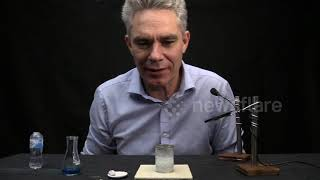 Australian science teacher performs ASMR experiments using tiny equipment