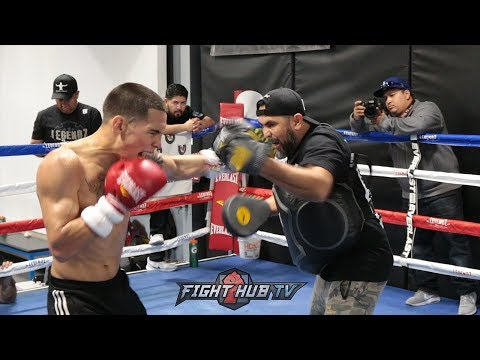 OSCAR VALDEZ SHOWS CRAZY SPEED ON THE MITTS & LOOKS POWERFUL FOR SCOTT QUIGG CLASH