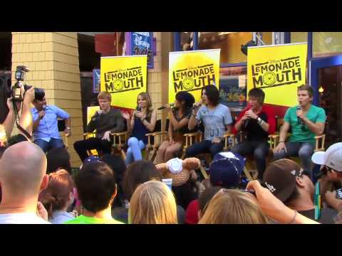 Lemonade Mouth Cast Decides Who's Who In Their Family