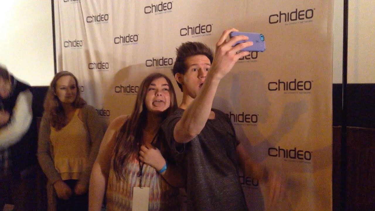 Ricky dillon interacts with fans on his 4 city meet and greet tour ricky dillon interacts with fans on his 4 city meet and greet tour kristyandbryce Gallery