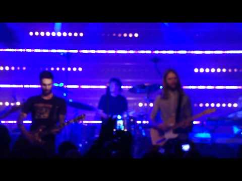 Maroon 5 - this love @ Q-music showcase 17 november 2010 made by Claire