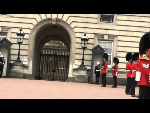 Londra Buckingham Palace il cambio della guardia