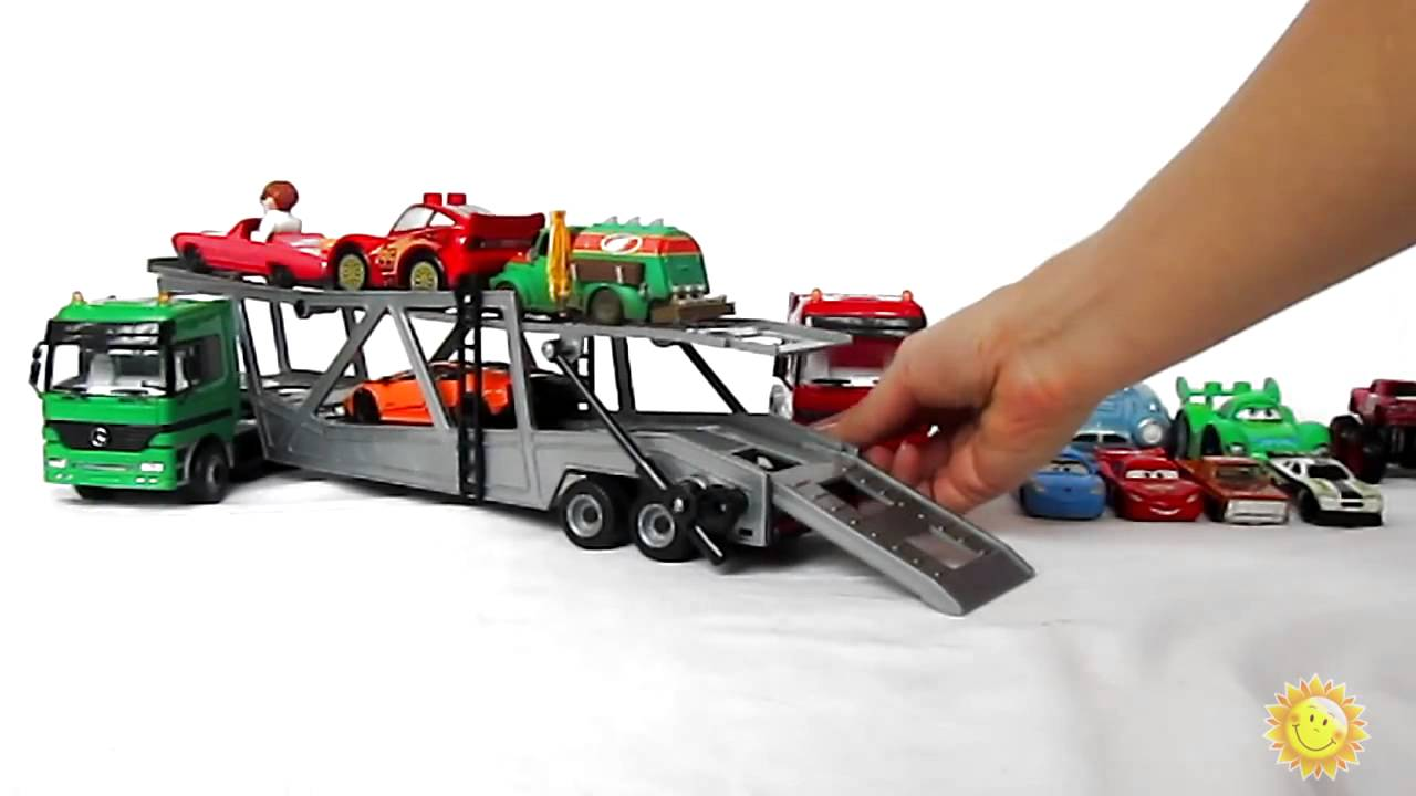 les petites voitures pour les enfants le porte v hicules des voitures jouets jouets mercedes. Black Bedroom Furniture Sets. Home Design Ideas